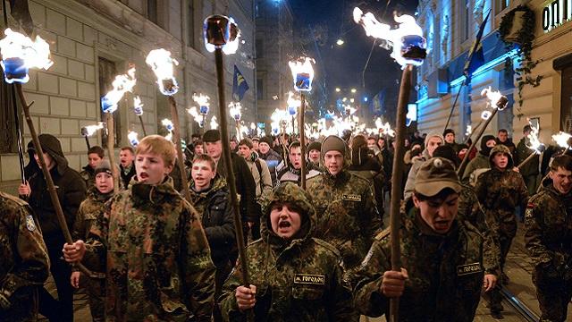 اليمين المتطرف في أوكرانيا يجني ثمار الانقلاب