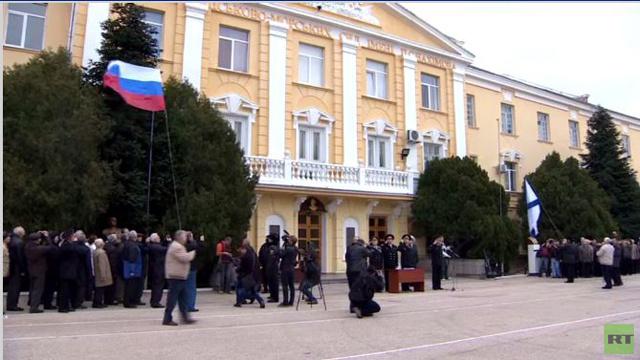 بالفيديو.. رفع علم روسيا بجوار مدرسة ناخيموف العسكرية البحرية في سيفاستوبول