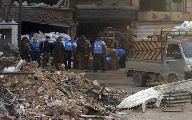 توقف قافلة المساعدات الأممية يوما واحدا بعد دخولها سورية