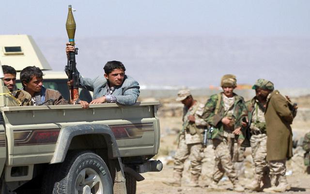 مقتل 12 شخصا في مواجهات بين الجيش والحوثيين في اليمن