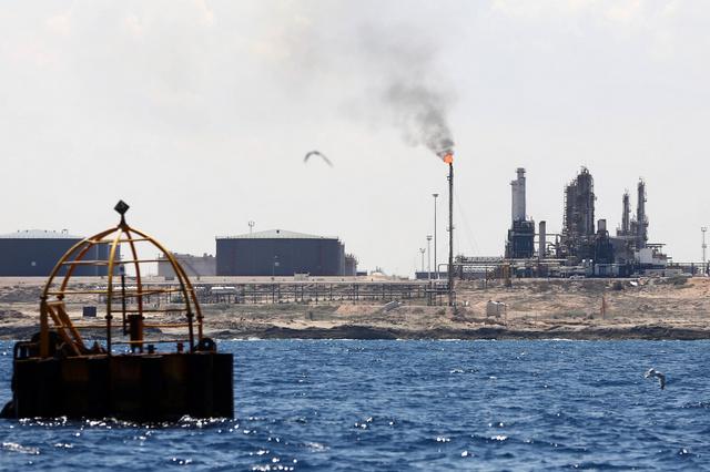 ليبيا تتسلم ناقلة النفط