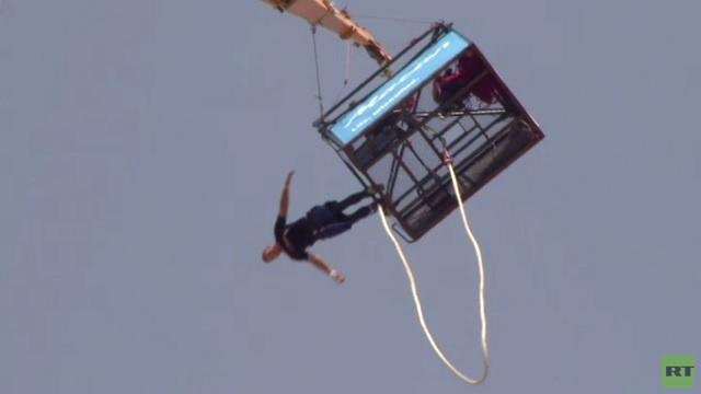 بالفيديو...متسابق بدبي يقفز بالحبل 106 مرات خلال 14 ساعة