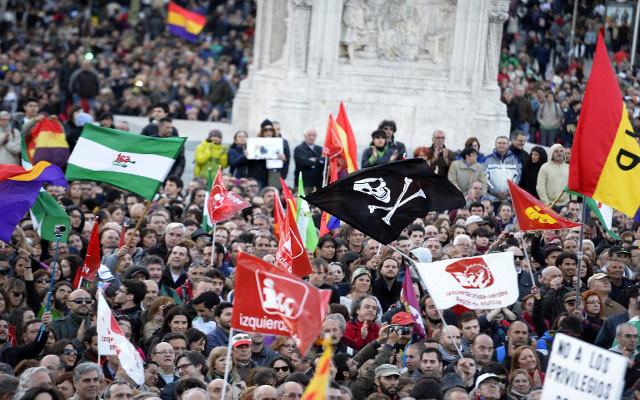 إصابة 85 شخصا بجروح في مواجهات بين محتجين ورجال الشرطة في مدريد