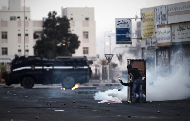 إصابة شرطي بانفجار قنبلة في البحرين