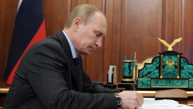 بوتين يوعز بتشكيل مؤسسات محلية لهيئات السلطة التنفيذية في القرم وسيفاستوبول