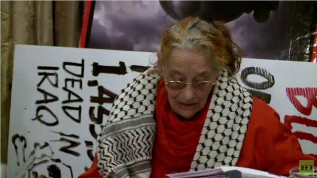 بالفيديو.. إطلاق سراح ناشطة ايرلندية مسنة بعد قضائها 3 أشهر في السجن
