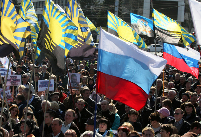 آلاف المناهضين للسلطة الحاكمة في كييف يتظاهرون في شرق أوكرانيا