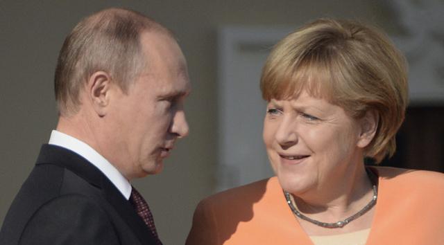 بوتين وميركل راضيان عن تفويض بعثة المراقبين الأوروبيين في أوكرانيا