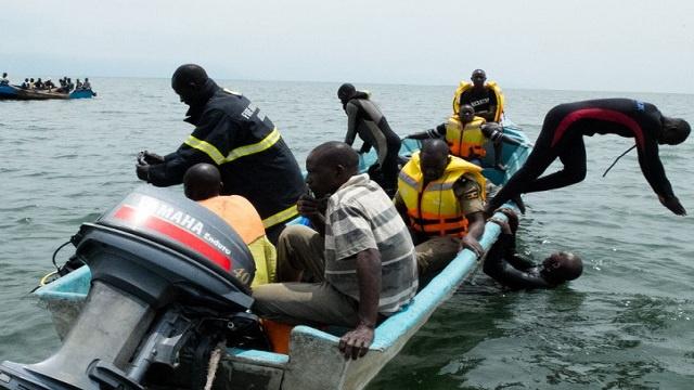 إرتفاع عدد ضحايا قارب اللاجئين في بحيرة ألبرت إلى 98 شخصا