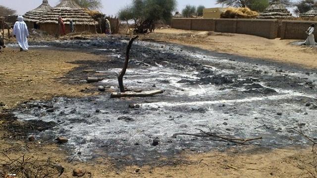 مسلحون يهاجمون مخيما للنازحين في دارفور ويحرقوه