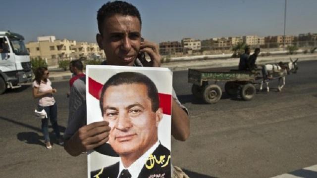 تأجيل جلسة إعادة محاكمة مبارك في قضيتي قتل المتظاهرين والتربّح