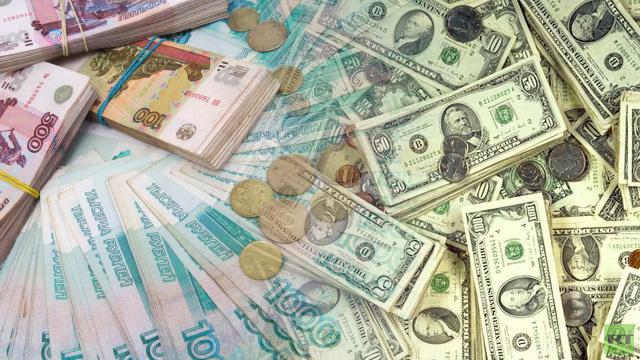 الروبل يعود لتعزيز موقعه أمام الدولار واليورو