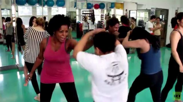 ريو دي جانيرو.. تدريبات نسائية للدفاع عن النفس (فيديو)