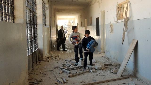 إصابة 10 أشخاص بينهم 8 أطفال بسقوط قذيفتي هاون على مدرسة في دمشق