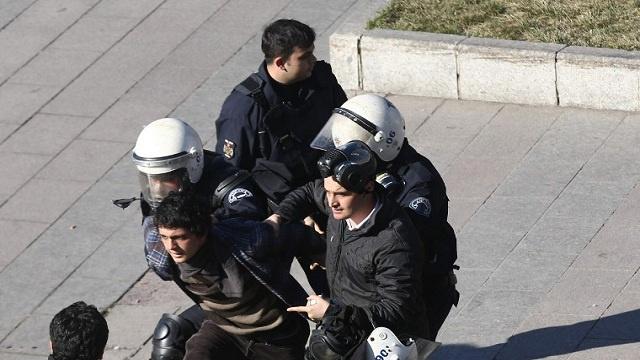 مداهمات لمبان في اسطنبول واعتقال مشتبها بهم