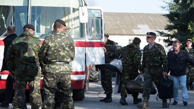 أوكرانيا تباشر عملية سحب قواتها من القرم