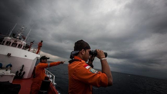 سوء الأحوال الجوية يتسبب بإلغاء عمليات البحث عن الطائرة الماليزية