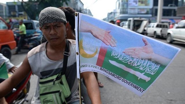 الحكومة الفيلبينية وجبهة مورو الإسلامية يوقعان اتفاقا تاريخيا