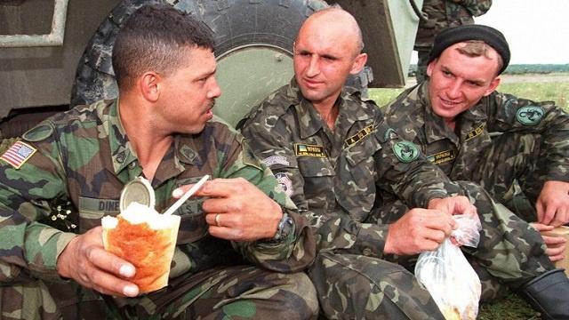 أمريكا تجهز الجيش الأوكراني بالأرزاق الجافة فقط