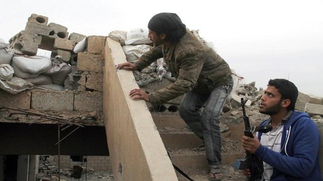 مراسلنا: اشتباكات بين الجيش ومسلحين في دمشق ومحيطها
