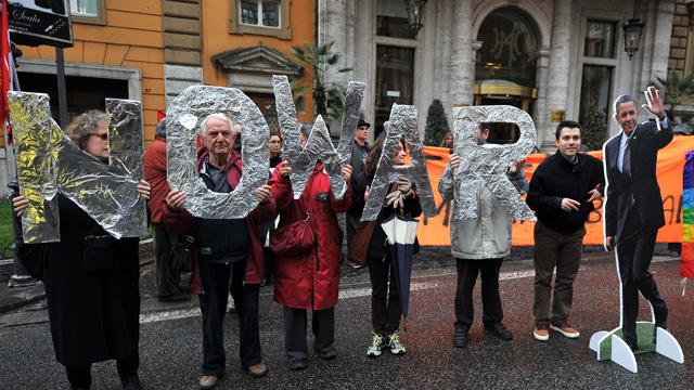روما تستقبل أوباما بلافتات معارضة له ومؤيدة لبوتين