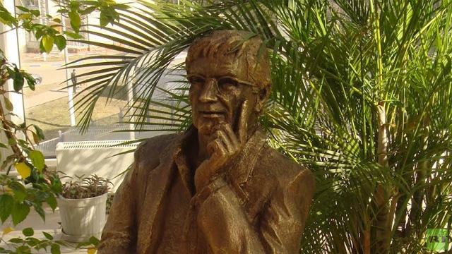 بالفيديو.. تدشين تمثال للشاعر الفلسطيني العظيم محمود درويش في موسكو