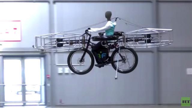 دراجة هوائية طائرة تؤمن التحليق (فيديو)