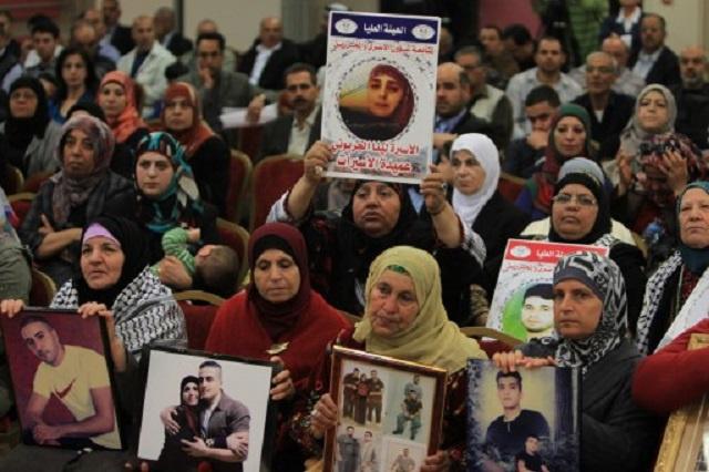 اتصالات مكثفة لحل أزمة الأسرى الفلسطينيين