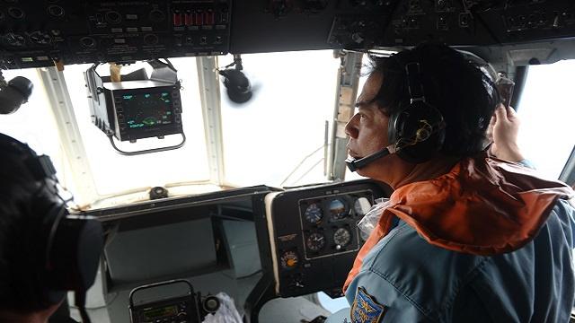 طائرة صينية ترصد 3 قطع بألوان الطائرة الماليزية المفقودة في منطقة البحث الجديدة