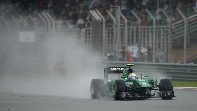 هاميلتون أول المنطلقين في سباق ماليزيا وفيتل ثانيا
