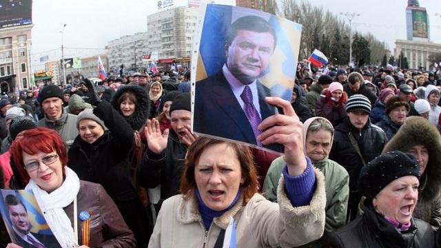 تظاهرات في لوغانسك الأوكرانية تطالب بالفيدرالية
