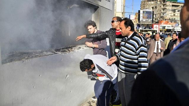 مقتل 10 أشخاص في حريق بمستودع لمواد بترولية في مصر