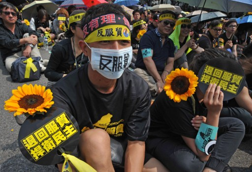 آلاف الأشخاص يتظاهرون في تايوان احتجاجا على اتفاقية مع الصين (فيديو)