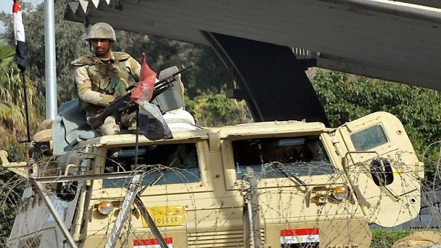 مقتل عقيد في الجيش المصري على يد مسلحين مجهولين