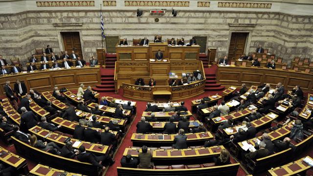 اليونان تجيز مسودة قانون تقشف للحصول على مساعدات مالية