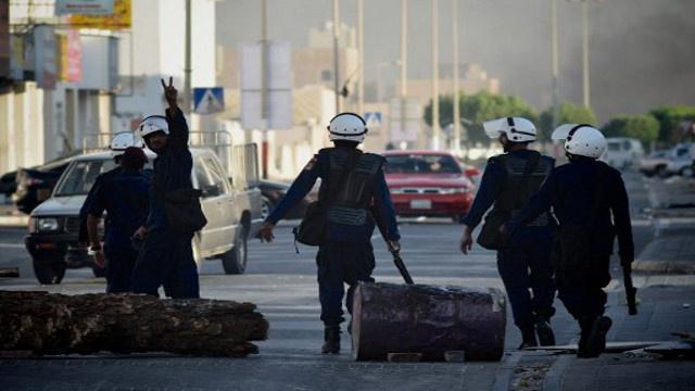 السجن المؤبد لـ 12 مواطنا بحرينيا بتهمة مهاجمة الشرطة