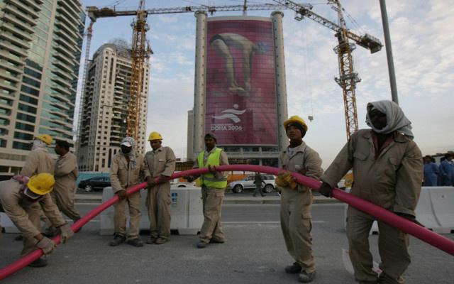 منظمة العمل الدولية تنتقد تعامل قطر مع العمال المهاجرين