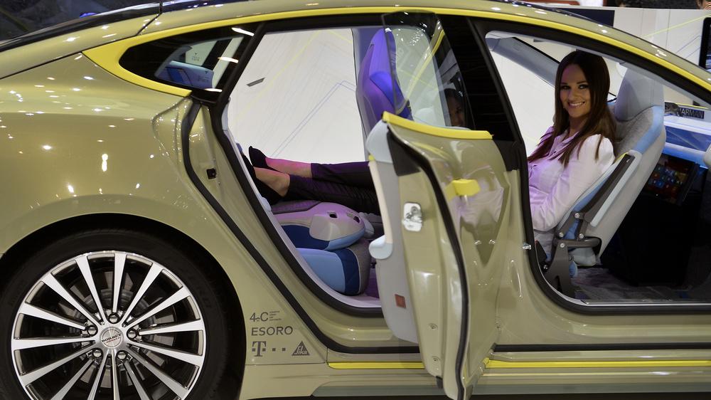 بالصور.. طرازات جديدة في معرض جنيف الدولي للسيارات