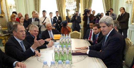 الأزمة الأوكرانية في مركز محادثات لافروف وكيري في باريس