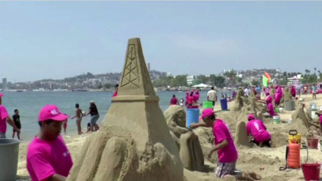 بالفيديو.. مسابقة التماثيل الرملية في المكسيك