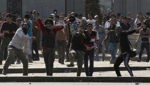 إصابة 33 شخصا في مواجهات بين أنصار مرسي وقوات الأمن بعدة جامعات مصرية