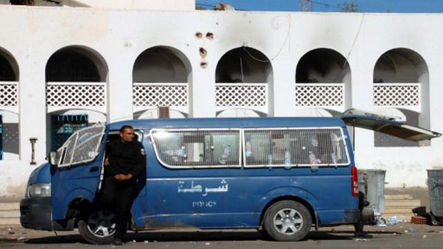 تونس.. السجن من عامين إلى سبع سنوات على رجال أمن في قضية اغتصاب