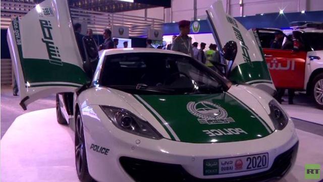 سيارات شرطة إماراتية فاخرة في المعرض الدولي للأمن الوطني في أبو ظبي (فيديو)