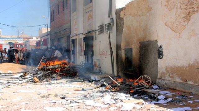 حرق مقر الاتحاد التونسي للشغل في بنقردان جنوب شرق البلاد