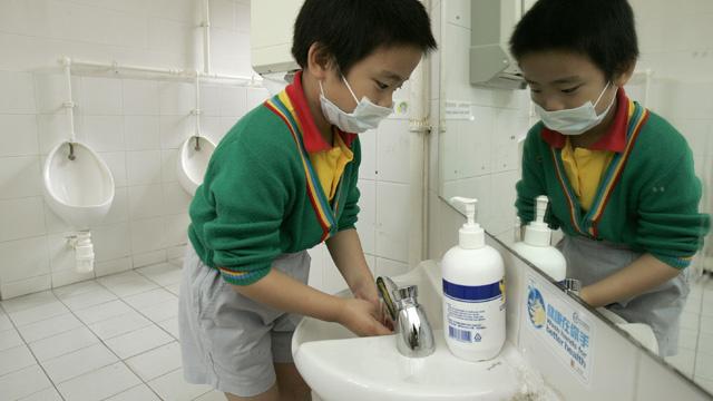 خبراء يحذرون من سوء استخدام الصابون المضاد للبكتيريا