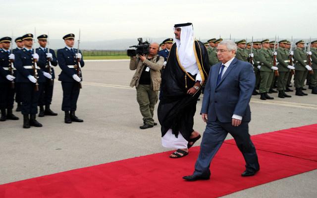 أمير قطر يصل إلى الجزائر لإجراء مباحثات مع بوتفليقة