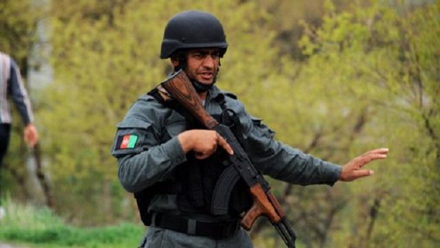 رجل يرتدي زي شرطة يقتل صحفية أجنبية ويصيب أخرى في أفغانستان
