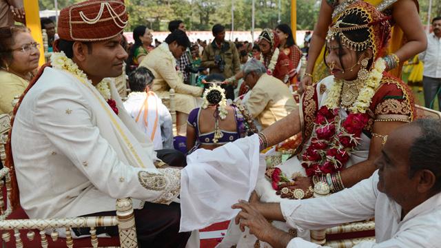 انتشار ظاهرة خطف العريس للزواج به قسرا في الهند