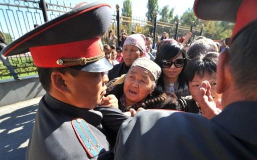 اصابة 19 رجل شرطة في أعمال شغب شمال قرغيزيا