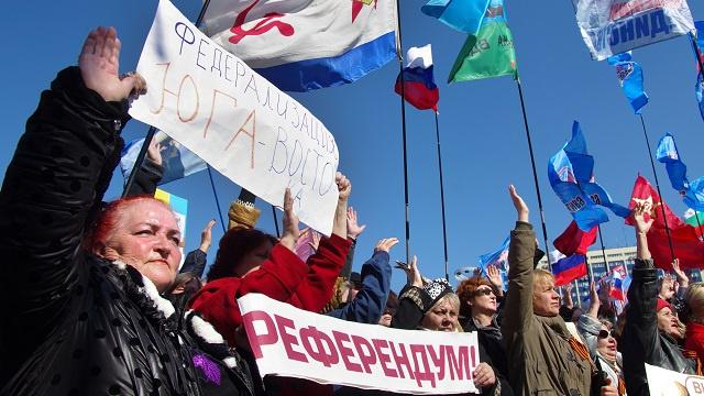 مؤيدو سلطات كييف ومعارضوها يتظاهرون في مدينة أوديسا جنوب أوكرانيا